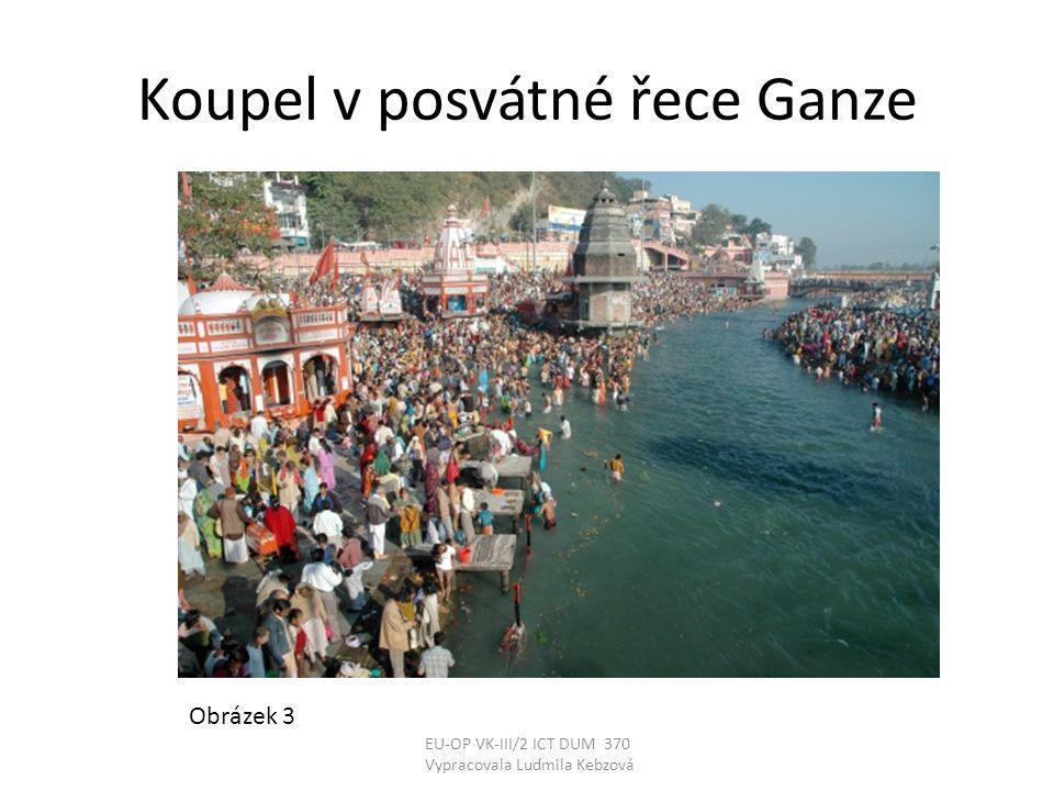 Koupel v posvátné řece Ganze