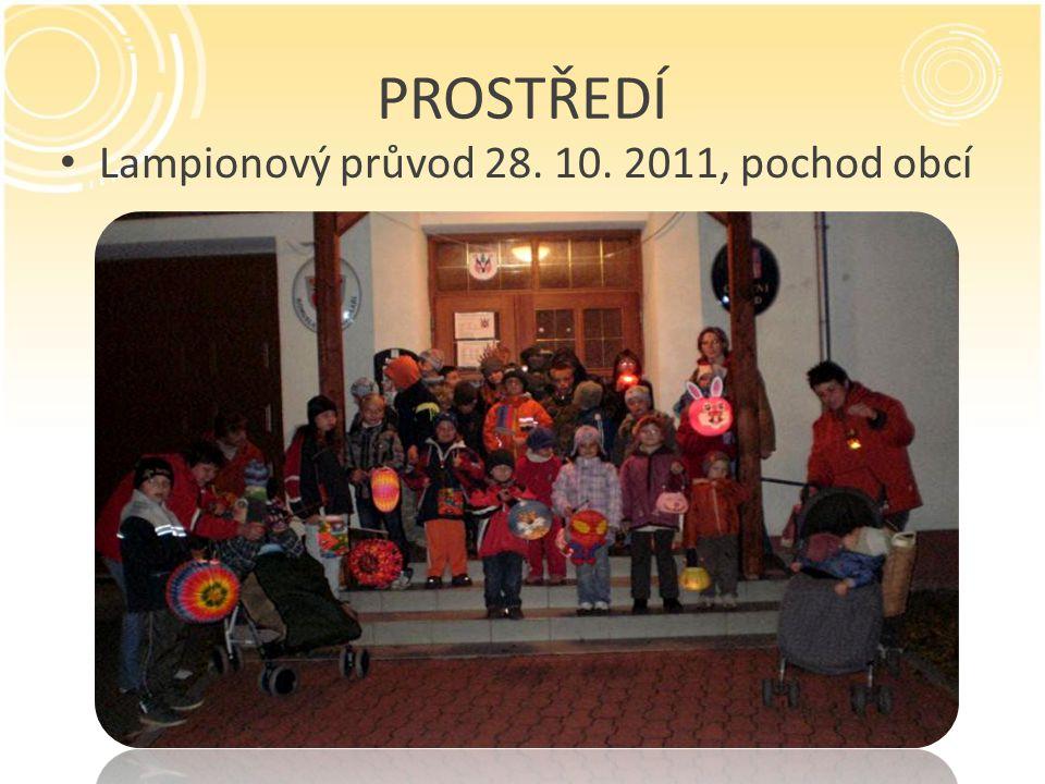 PROSTŘEDÍ Lampionový průvod 28. 10. 2011, pochod obcí