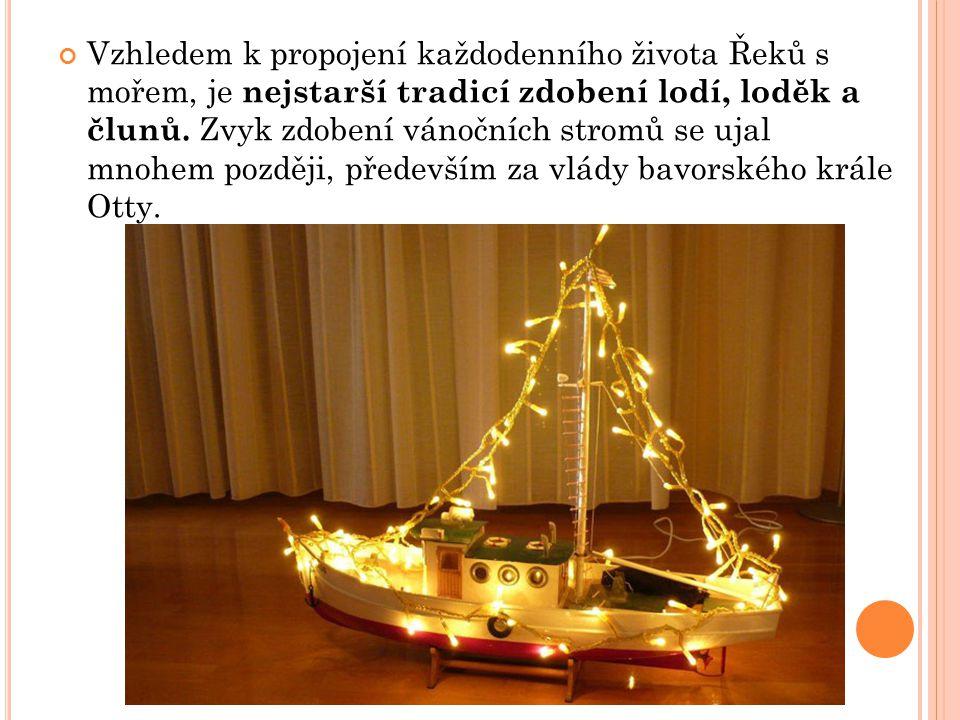 Vzhledem k propojení každodenního života Řeků s mořem, je nejstarší tradicí zdobení lodí, loděk a člunů.