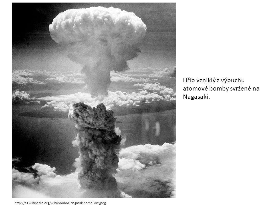 Hřib vzniklý z výbuchu atomové bomby svržené na Nagasaki.