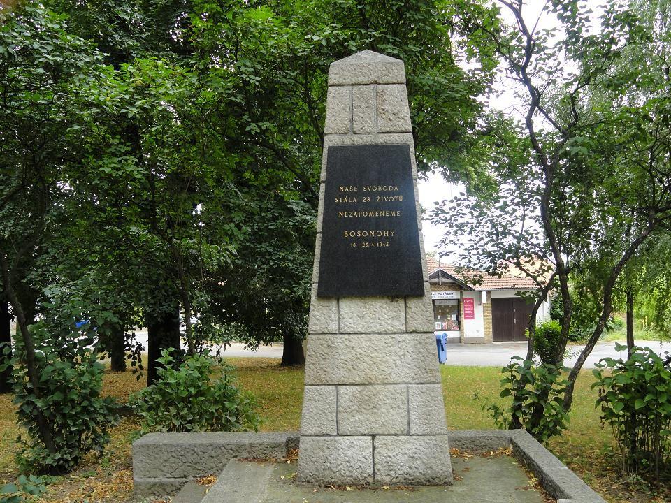 POMNÍK – vzpomínka na padlé ruské vojáky při osvobozování Bosonoh…