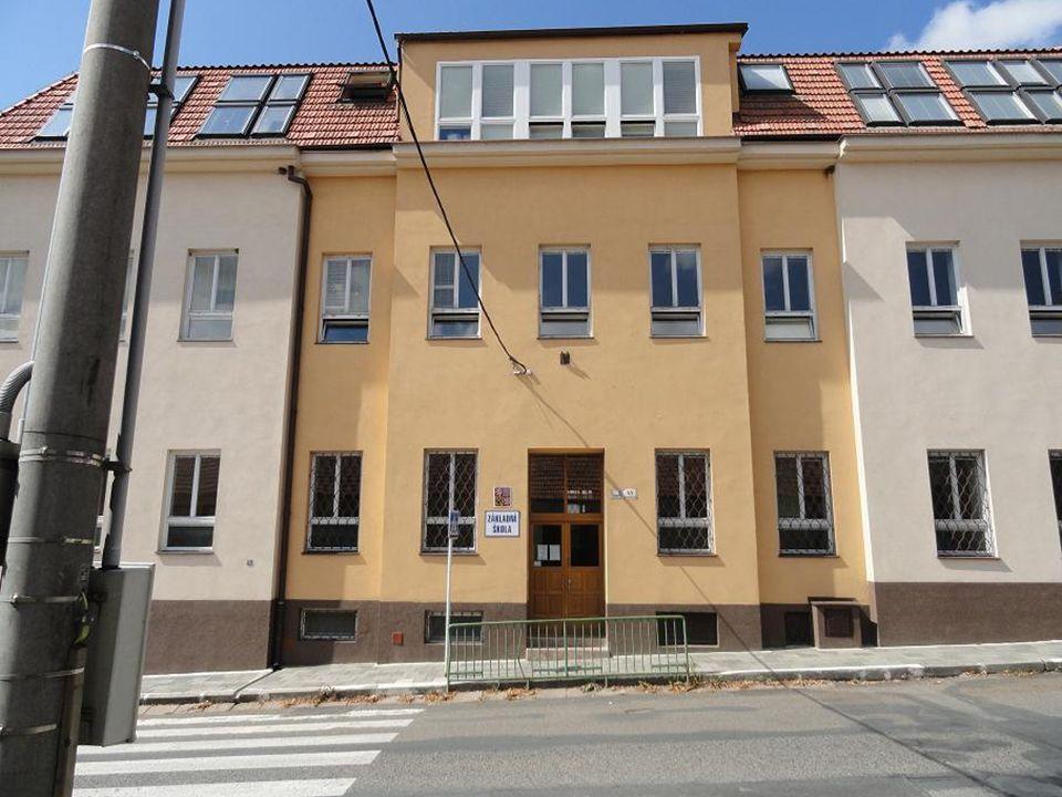 ZÁKLADNÍ ŠKOLA na ulici-Bosonožské náměstí…. po stavební úpravě