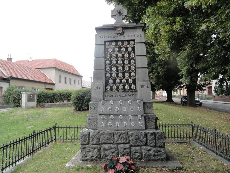 POMNÍK- Památka padlým ve válkách světových 1914-1918 1939-1945