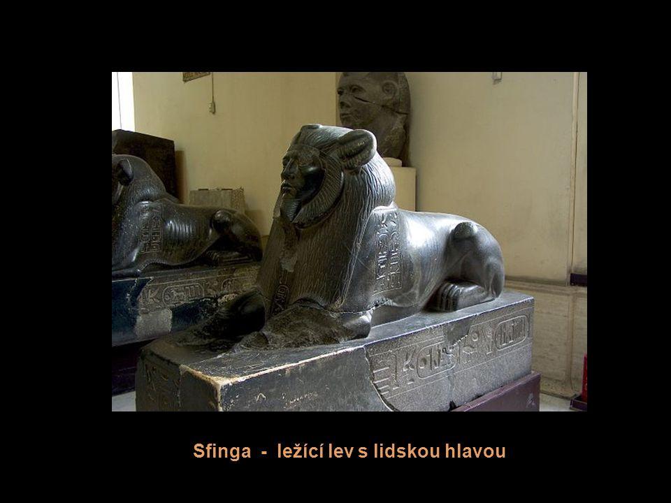 Sfinga - ležící lev s lidskou hlavou