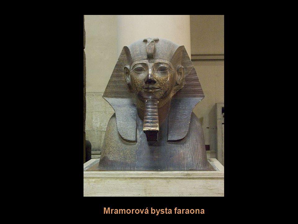 Mramorová bysta faraona