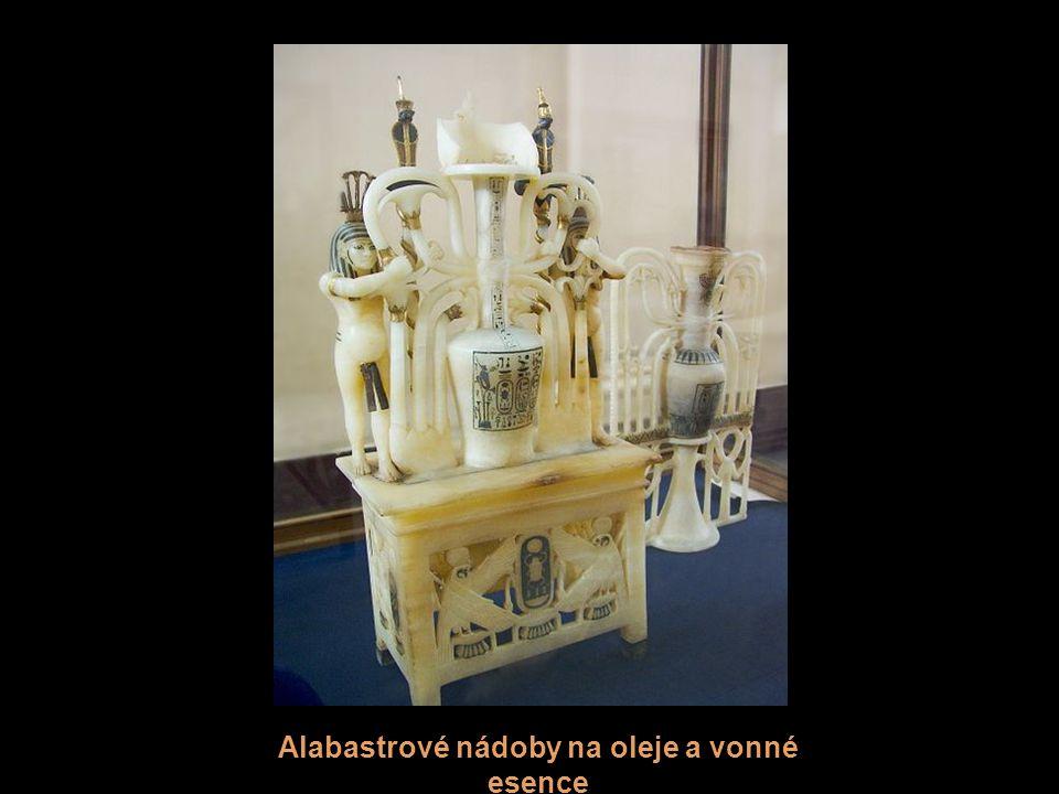 Alabastrové nádoby na oleje a vonné esence