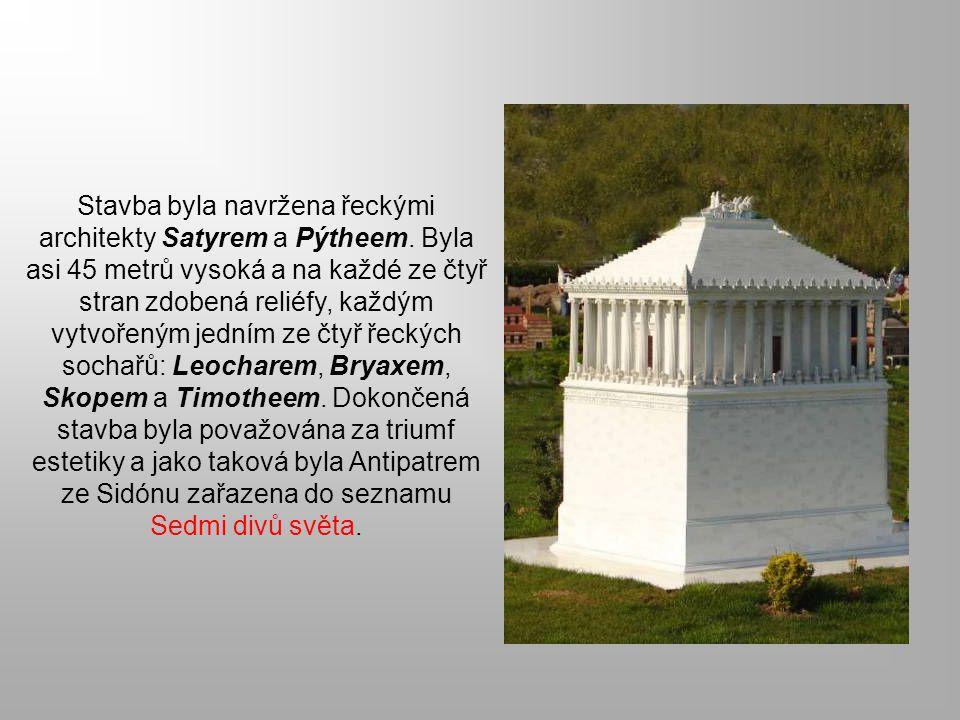 Stavba byla navržena řeckými architekty Satyrem a Pýtheem