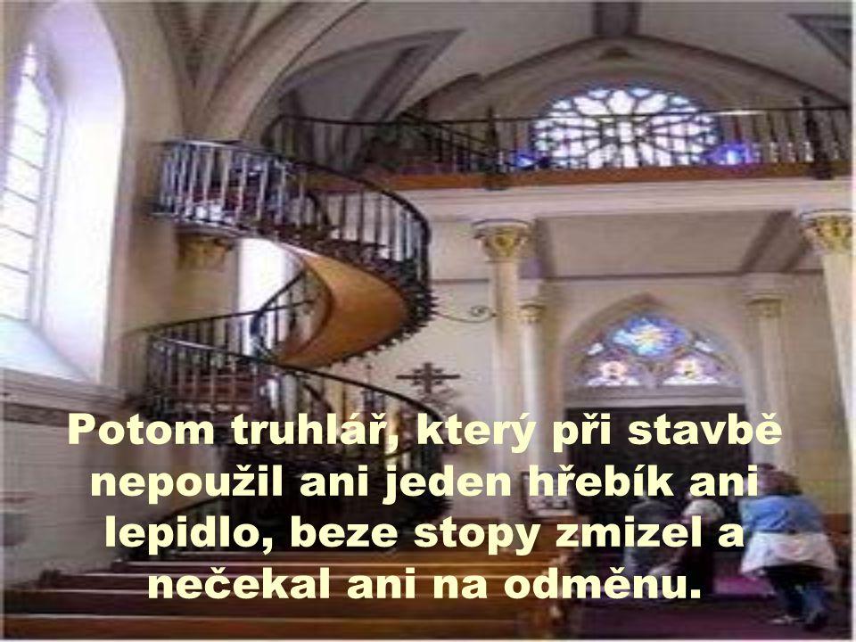 Potom truhlář, který při stavbě nepoužil ani jeden hřebík ani lepidlo, beze stopy zmizel a nečekal ani na odměnu.