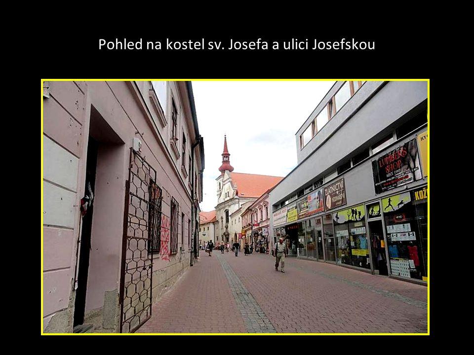 Pohled na kostel sv. Josefa a ulici Josefskou