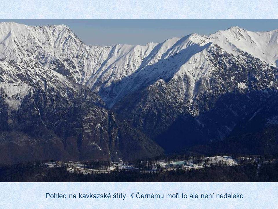 Pohled na kavkazské štíty. K Černému moři to ale není nedaleko