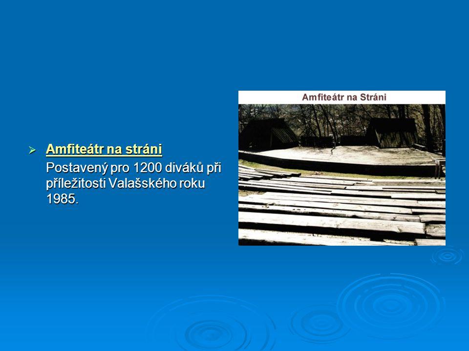 Amfiteátr na stráni Postavený pro 1200 diváků při příležitosti Valašského roku 1985.