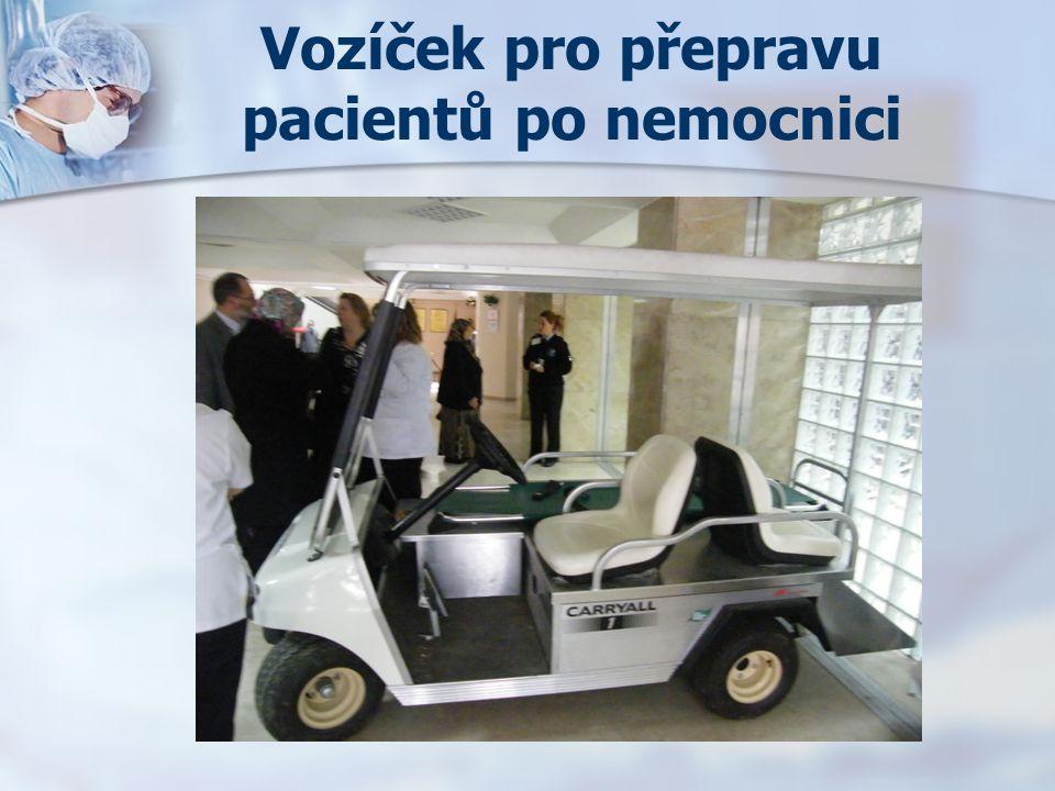 Vozíček pro přepravu pacientů po nemocnici