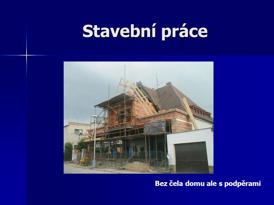 Stavební práce Bez čela domu ale s podpěrami