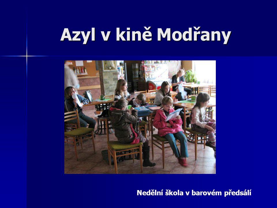 Azyl v kině Modřany Nedělní škola v barovém předsálí