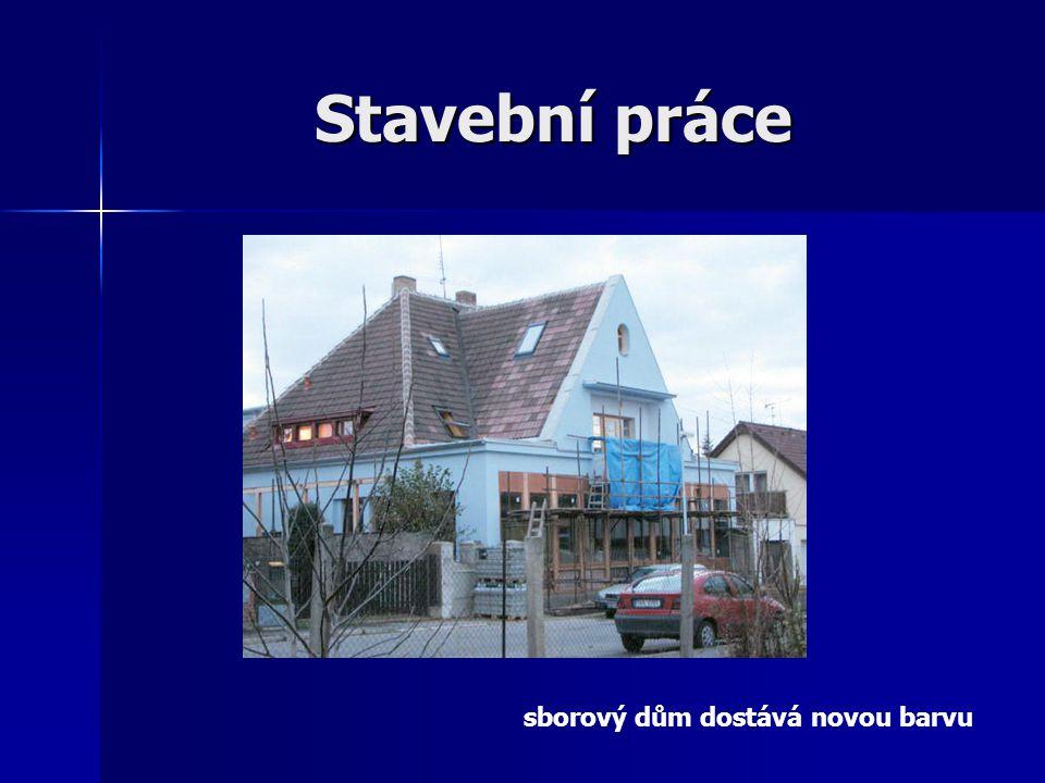 Stavební práce sborový dům dostává novou barvu