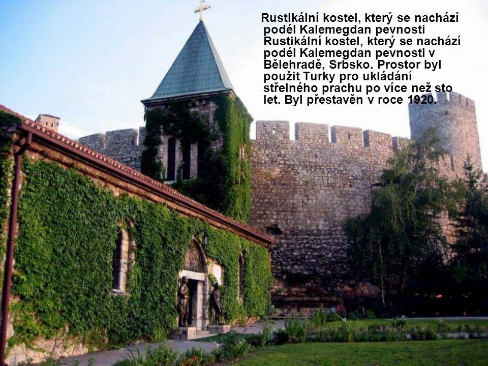 Rustikální kostel, který se nachází podél Kalemegdan pevnosti Rustikální kostel, který se nachází podél Kalemegdan pevnosti v Bělehradě, Srbsko.