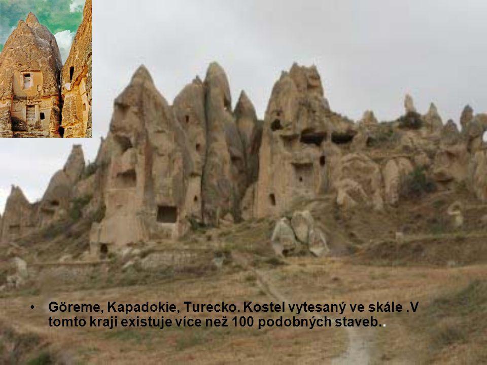 Göreme, Kapadokie, Turecko. Kostel vytesaný ve skále