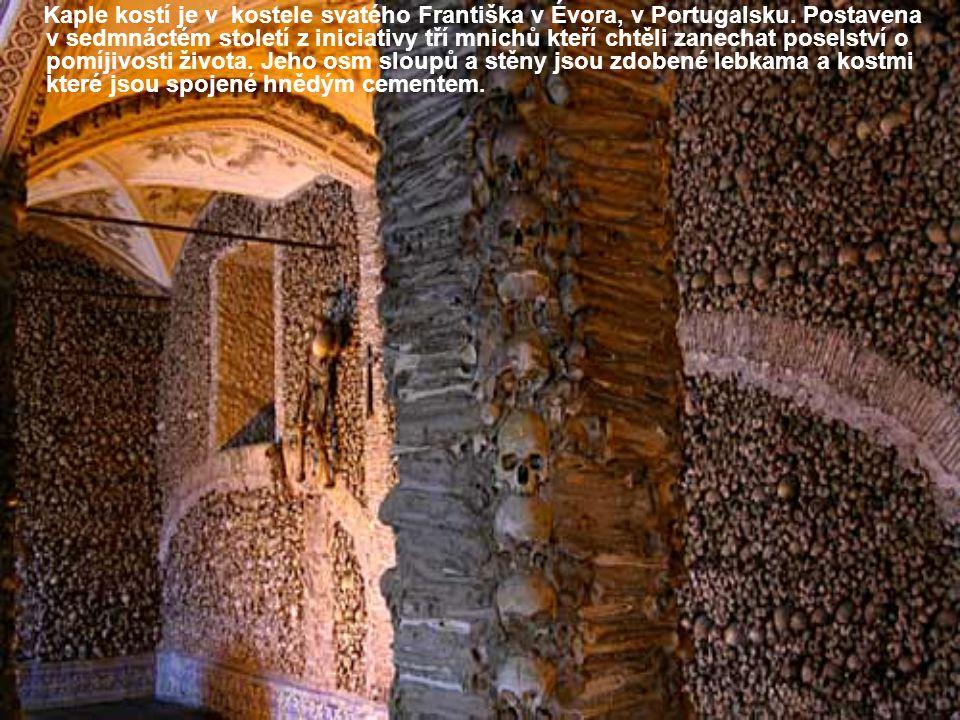 Kaple kostí je v kostele svatého Františka v Évora, v Portugalsku