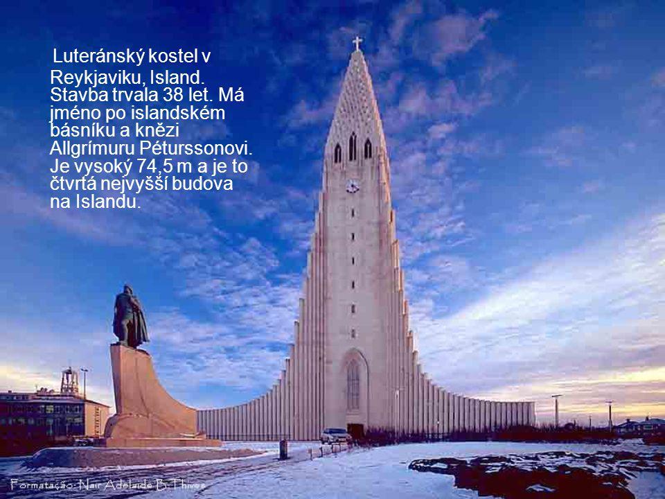 Luteránský kostel v Reykjaviku, Island. Stavba trvala 38 let