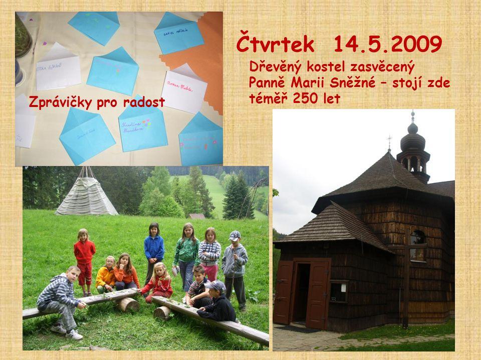 Čtvrtek 14.5.2009 Dřevěný kostel zasvěcený Panně Marii Sněžné – stojí zde téměř 250 let.