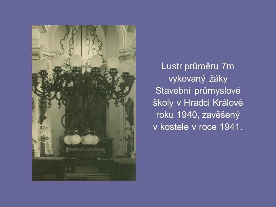 Lustr průměru 7m vykovaný žáky. Stavební průmyslové. školy v Hradci Králové. roku 1940, zavěšený.