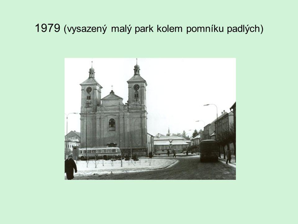 1979 (vysazený malý park kolem pomníku padlých)