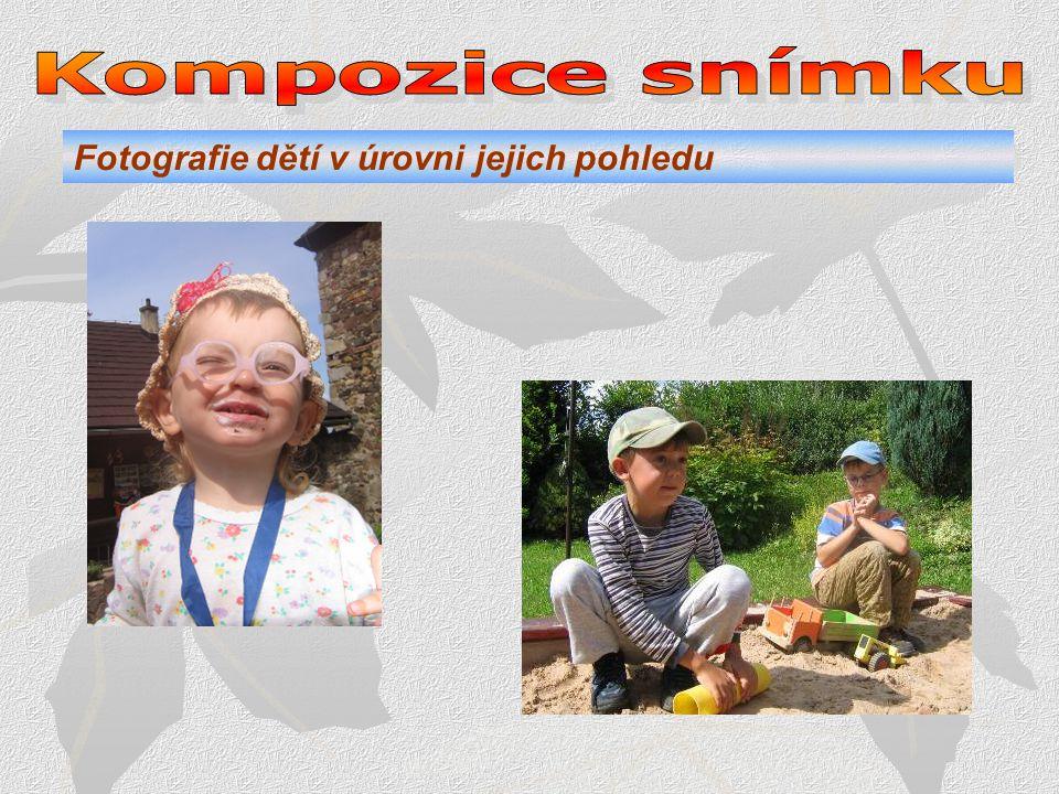 Kompozice snímku Fotografie dětí v úrovni jejich pohledu .