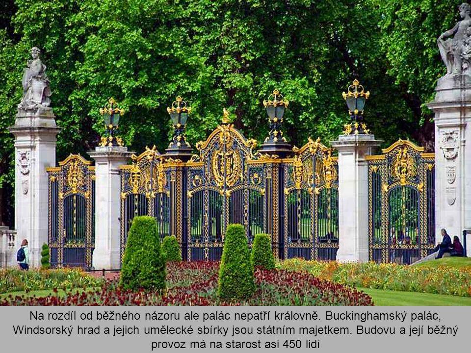 Na rozdíl od běžného názoru ale palác nepatří královně