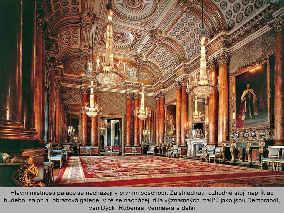 Hlavní místnosti paláce se nacházejí v prvním poschodí