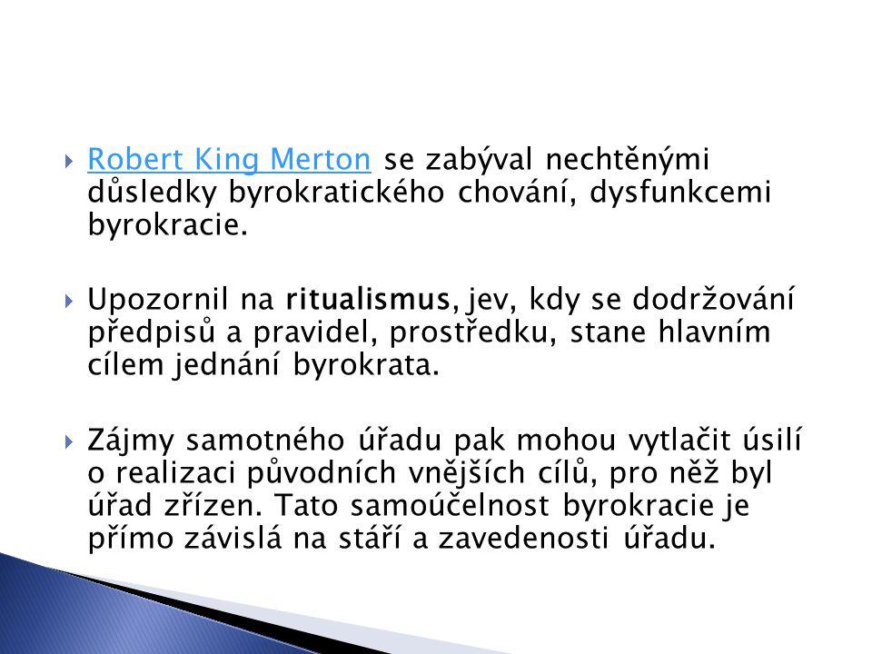 Robert King Merton se zabýval nechtěnými důsledky byrokratického chování, dysfunkcemi byrokracie.