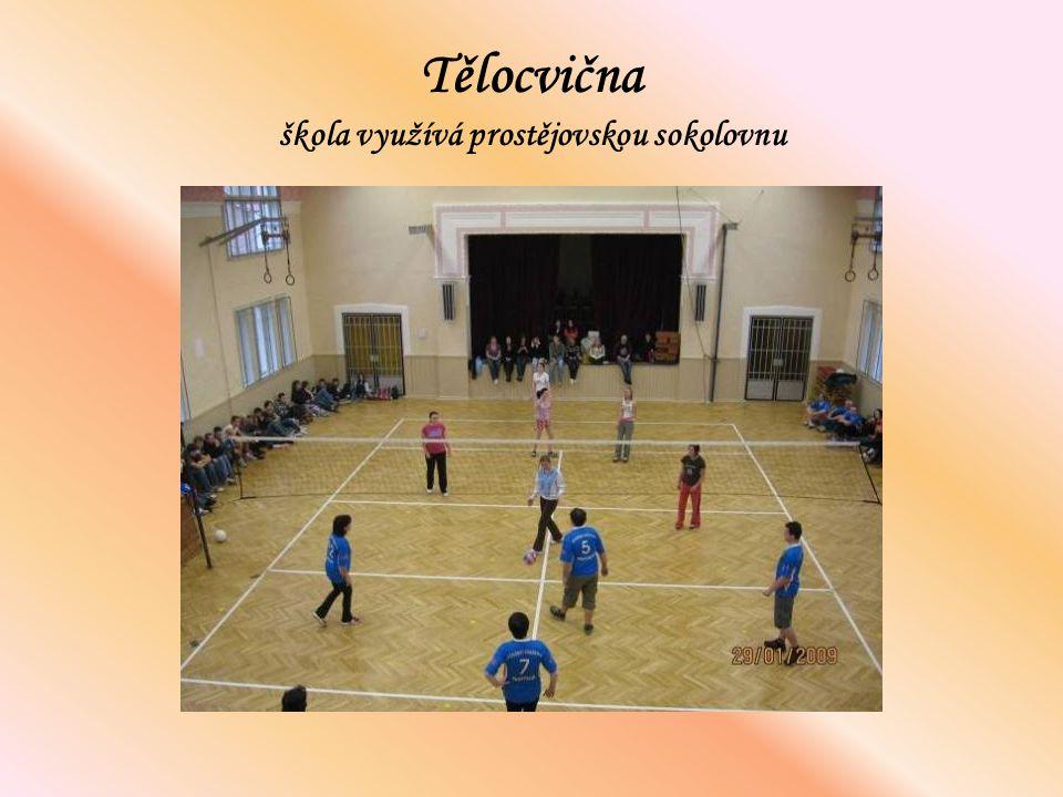 Tělocvična škola využívá prostějovskou sokolovnu