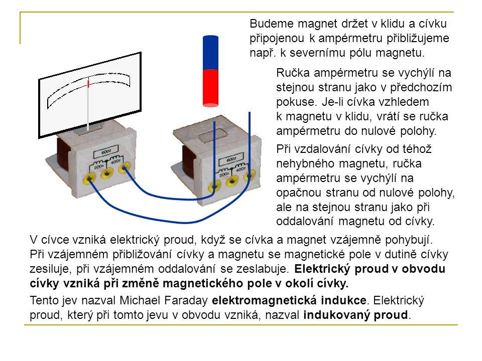 Budeme magnet držet v klidu a cívku připojenou k ampérmetru přibližujeme např. k severnímu pólu magnetu.