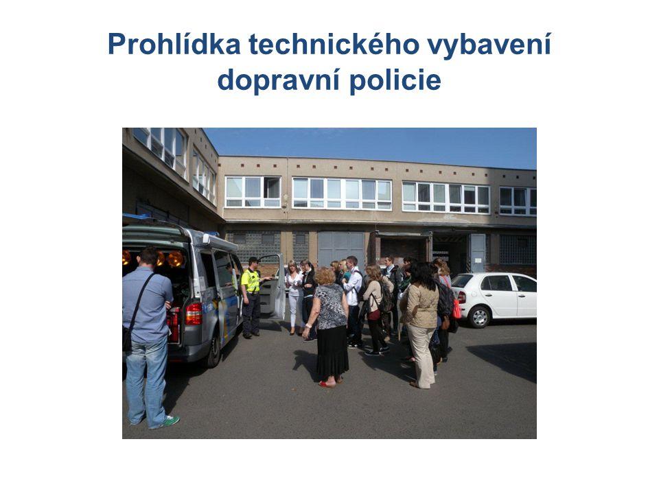 Prohlídka technického vybavení dopravní policie
