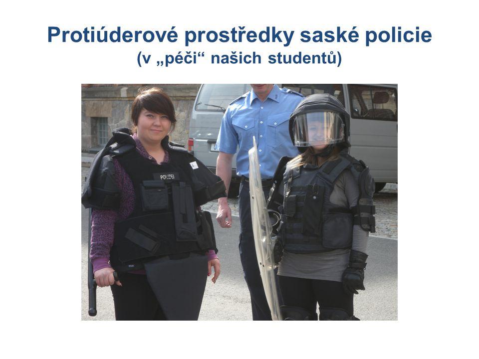 """Protiúderové prostředky saské policie (v """"péči našich studentů)"""