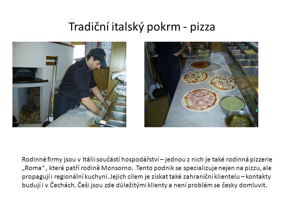 Tradiční italský pokrm - pizza