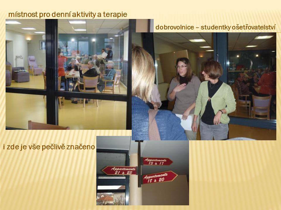 místnost pro denní aktivity a terapie