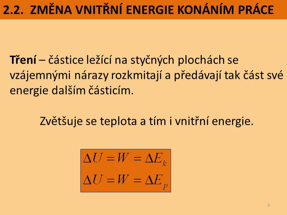 Zvětšuje se teplota a tím i vnitřní energie.