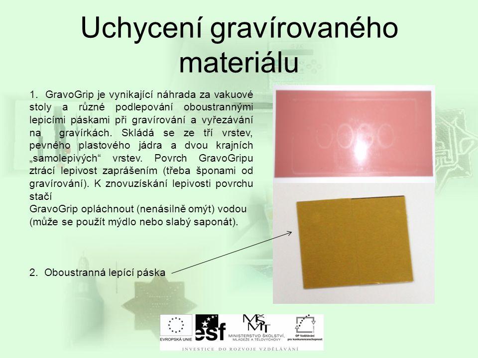 Uchycení gravírovaného materiálu