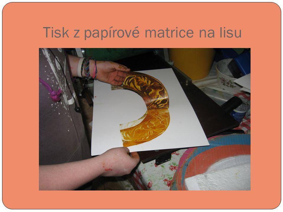 Tisk z papírové matrice na lisu