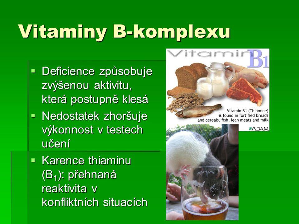 Vitaminy B-komplexu Deficience způsobuje zvýšenou aktivitu, která postupně klesá. Nedostatek zhoršuje výkonnost v testech učení.