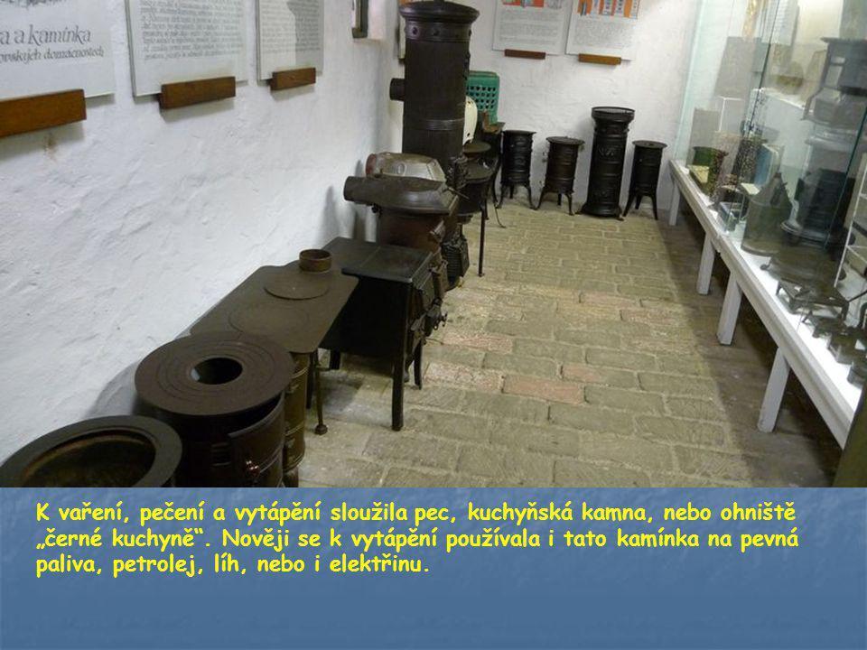 """K vaření, pečení a vytápění sloužila pec, kuchyňská kamna, nebo ohniště """"černé kuchyně ."""
