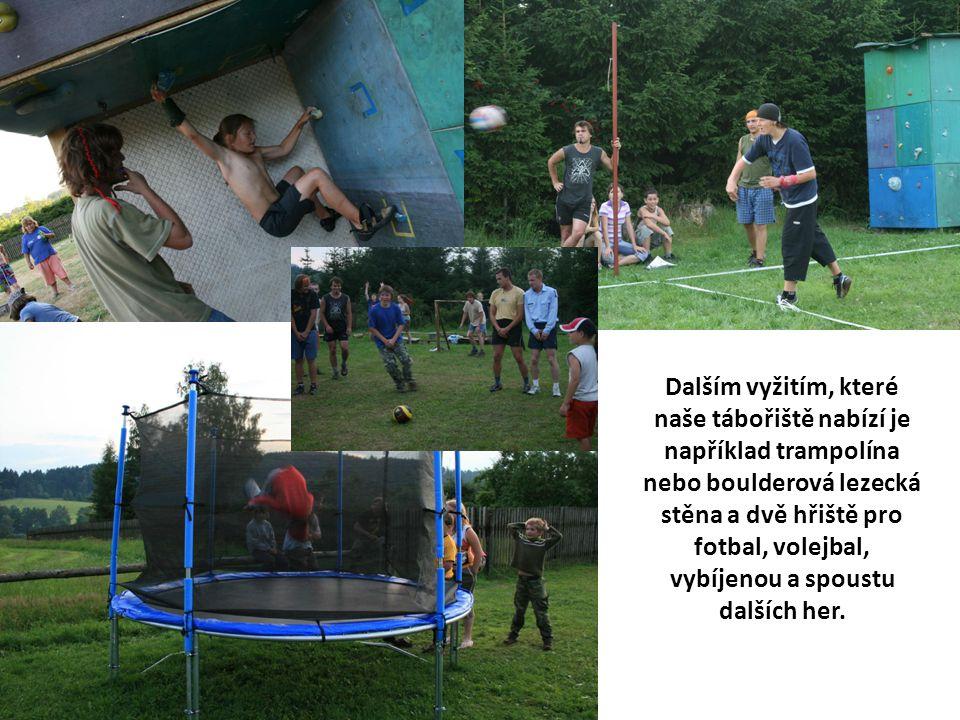 Dalším vyžitím, které naše tábořiště nabízí je například trampolína nebo boulderová lezecká stěna a dvě hřiště pro fotbal, volejbal, vybíjenou a spoustu dalších her.