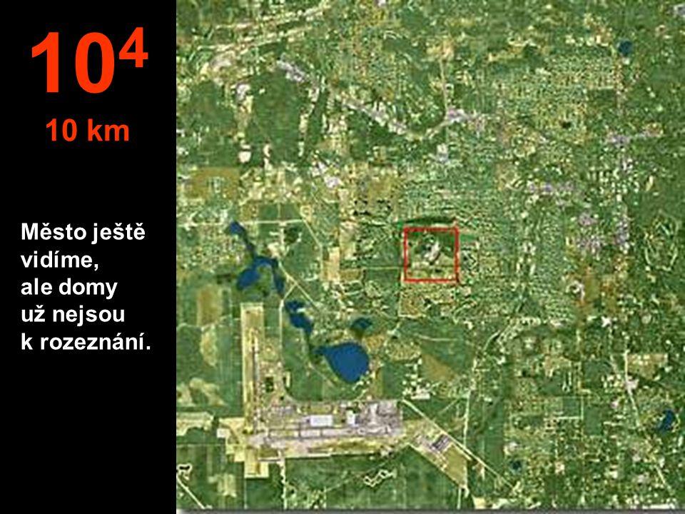104 10 km Město ještě vidíme, ale domy už nejsou k rozeznání.