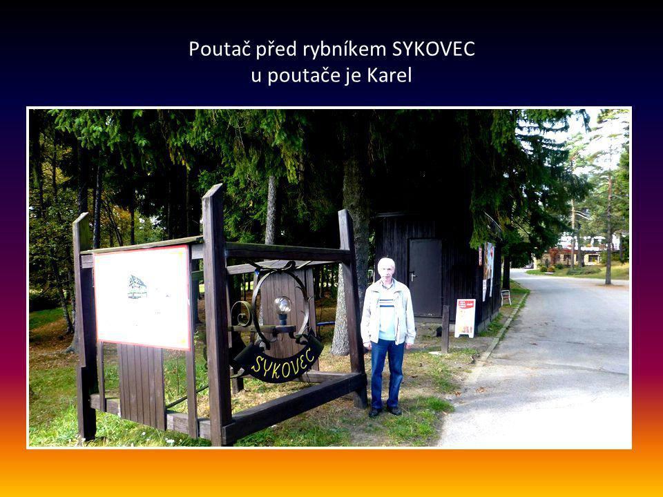 Poutač před rybníkem SYKOVEC u poutače je Karel
