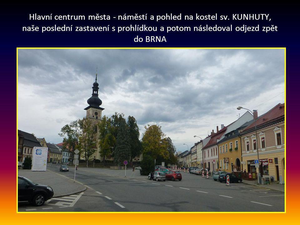 Hlavní centrum města - náměstí a pohled na kostel sv