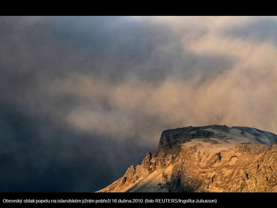 Obrovský oblak popelu na islandském jižním pobřeží 16. dubna 2010