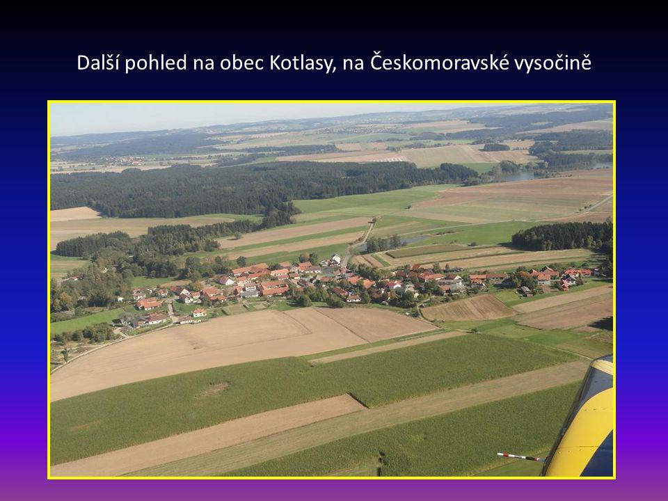 Další pohled na obec Kotlasy, na Českomoravské vysočině