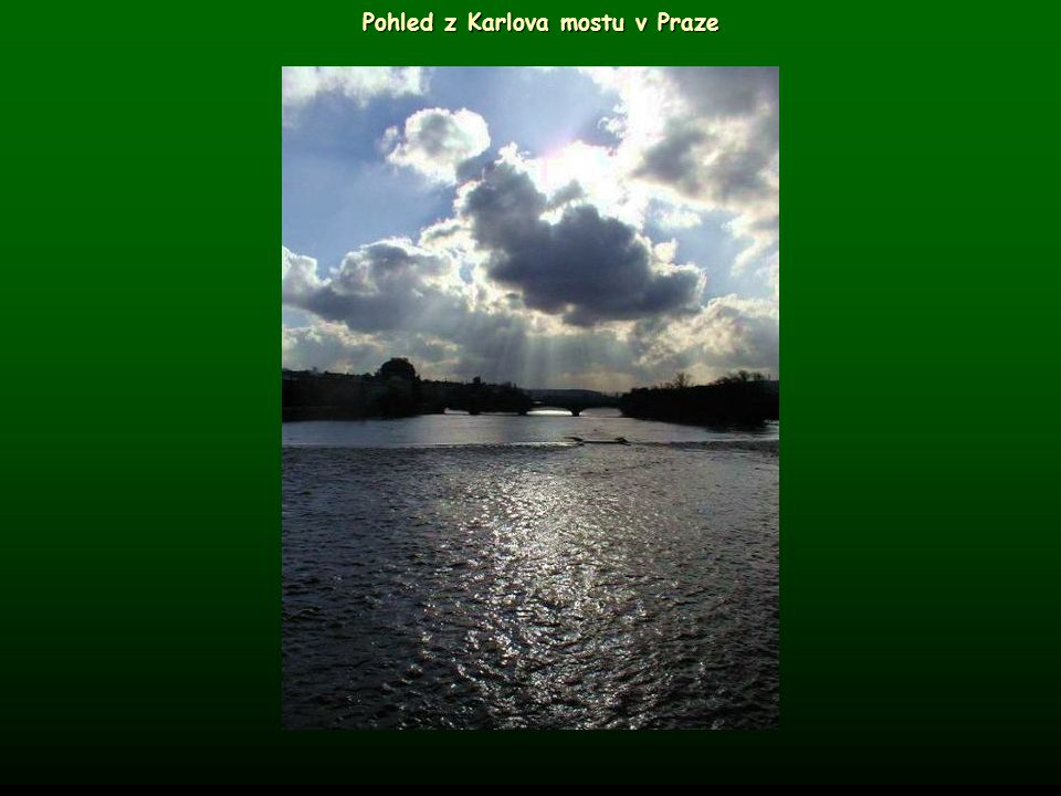 Pohled z Karlova mostu v Praze
