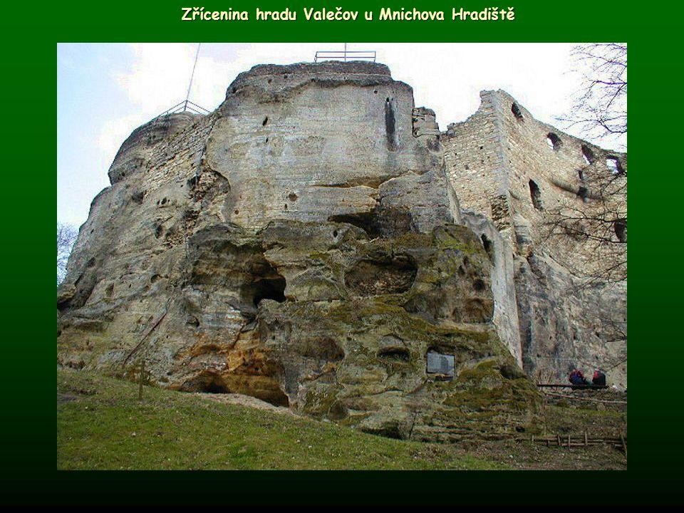 Zřícenina hradu Valečov u Mnichova Hradiště