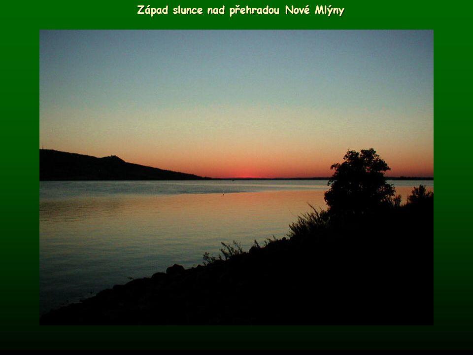 Západ slunce nad přehradou Nové Mlýny